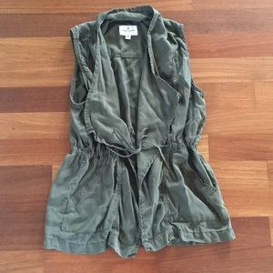 American Eagle Outfitters med olive green vest